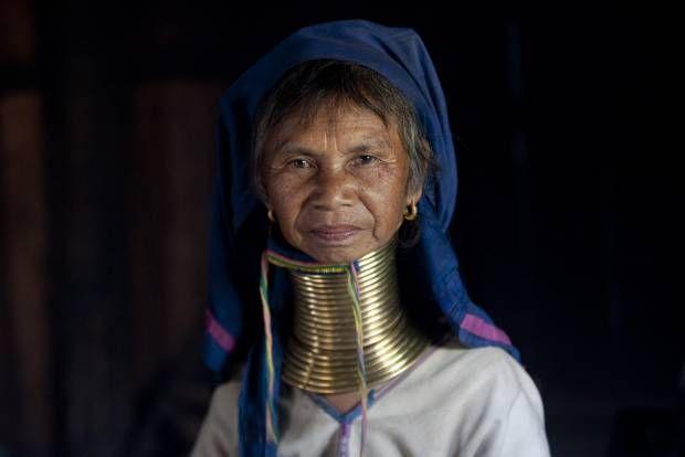 Mengenal Suku Berleher Panjang