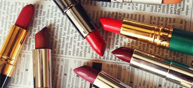 Los lipsticks de larga duración son la cosa más impresionante del mundo del maquillaje. No tienes que estar retocando pues te duran más tiempo que los labiales comunes, puedes comer y beber cuando sea o besar a quien sea sin miedo a estropearlo todo. A continuación, les paso una lista de los lipsticks que más…