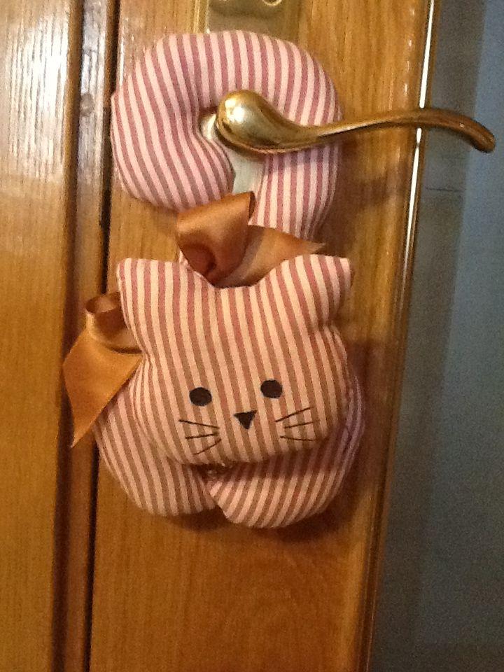 Cat door hanger