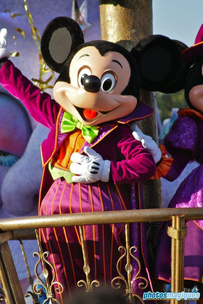 Mickey Mouse | Mickey mouse, Mickey, Disneyland paris