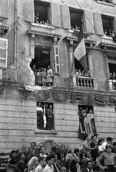 Libération de Marseille. L'office du tourisme a été également bombardé.