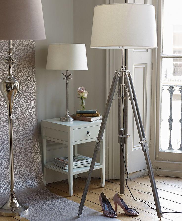 Natural Tripod Lamp