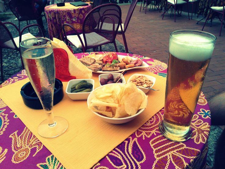 Włoski aperitif jest czymś czego bez wątpienia brakuje w polskich barach. Dwa razy dziennie, przed posiłkami o godzinie 11.00/11.30 i 18.0...