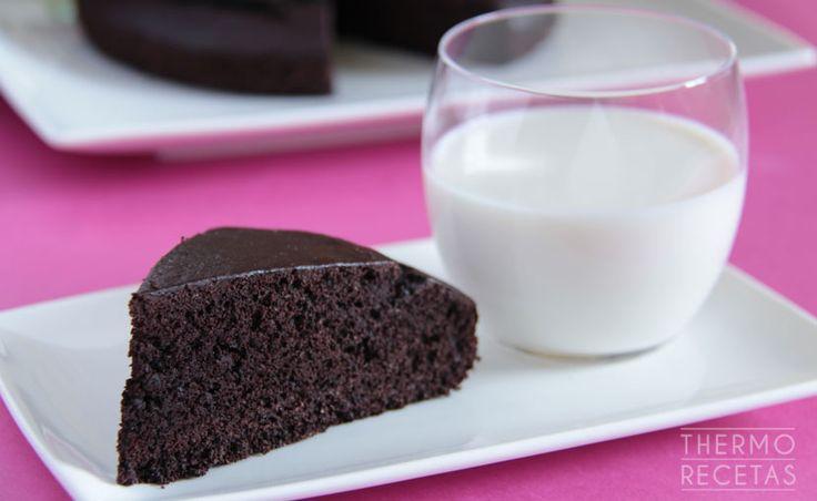 Bizcocho de chocolate sin gluten y sin lactosa - http://www.thermorecetas.com/2014/10/26/bizcocho-de-chocolate-sin-gluten-y-sin-lactosa/