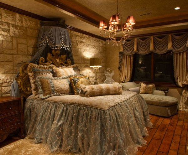 Relaxed and rich Tuscan style is based on the Old World style of decorating. Originating in, no surprise here, Tuscany, the style exemplifies the tradition
