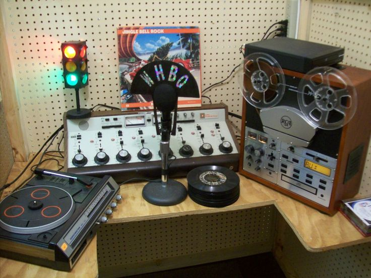 1950S Music   Radio Station of the 1950s - Country Cabin Music Museum