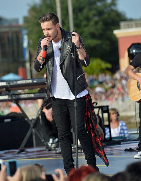 "Liam Payne Photos - Liam Payne of One Direction appears on NBC's Today Show to release their new album ""Four at Universal City Walk At Universal Orlando on November 17, 2014 in Orlando, Florida. - One Direction Visits the 'Today' Show"