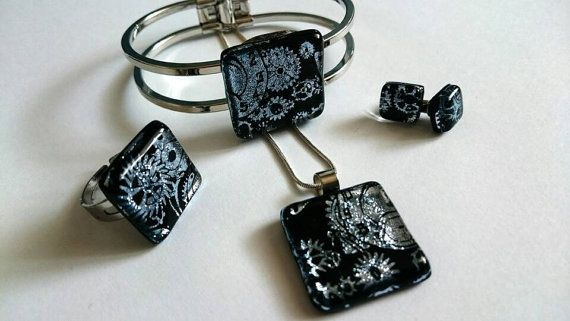 Check out this item in my Etsy shop https://www.etsy.com/listing/465481958/sparkle-glass-jewelry-set-with-chris