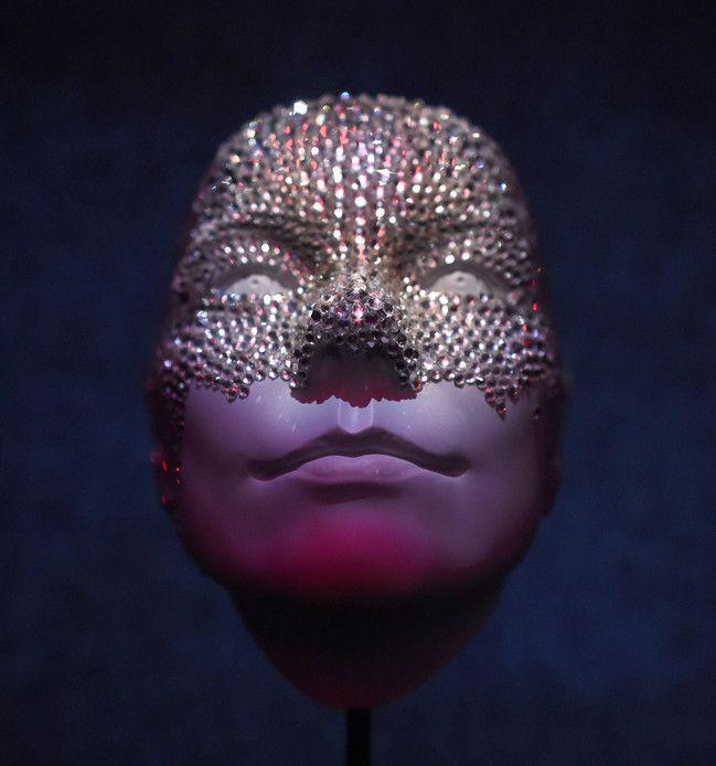 Elle le portait notamment sur scène au Royal Albert Hall de Londres en 2003.