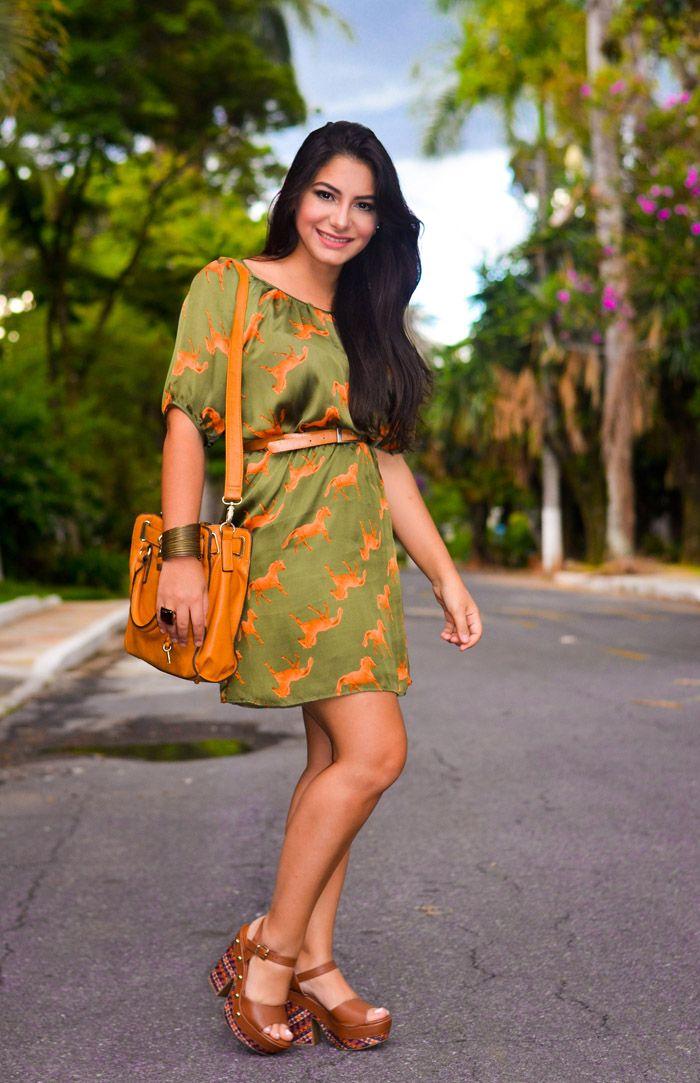 Look do dia com a Bárbara do blog no Preach. Arrasou hen? Sandália étnica linda da Itapuã Calçados!