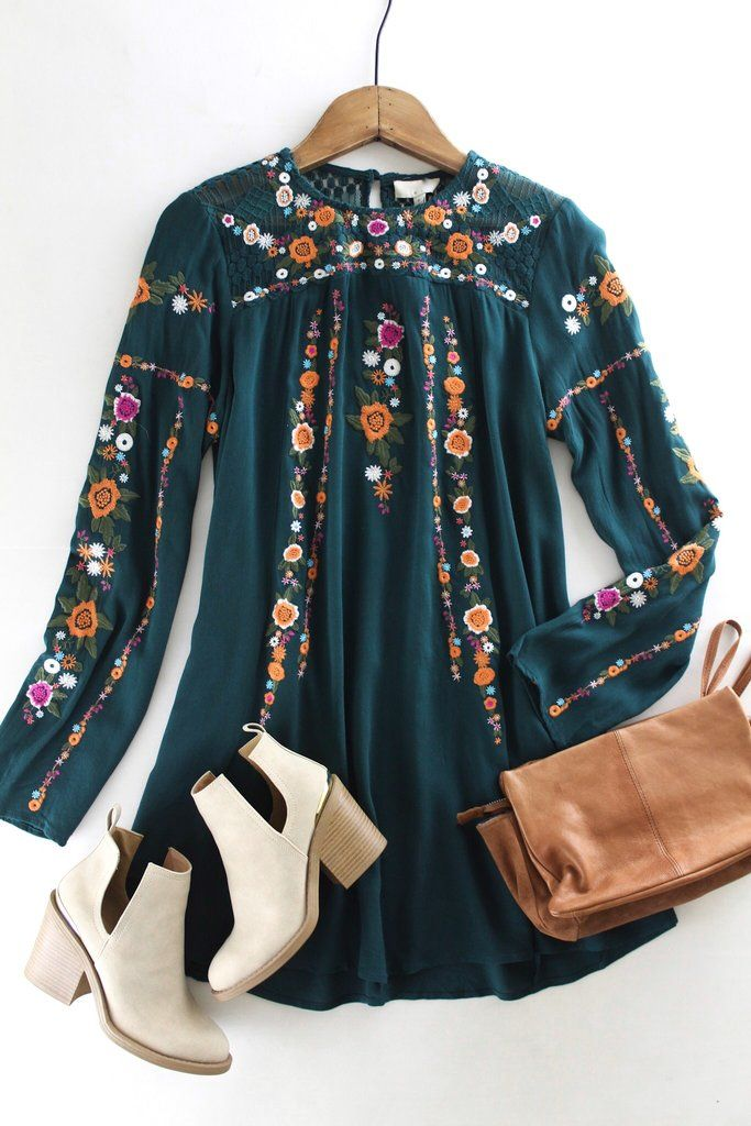 Floral Embroidered Dress/Tunic. Forest green. Thanksgiving Day style inspo. Holiday fashion. Boutique love. therollinj.com