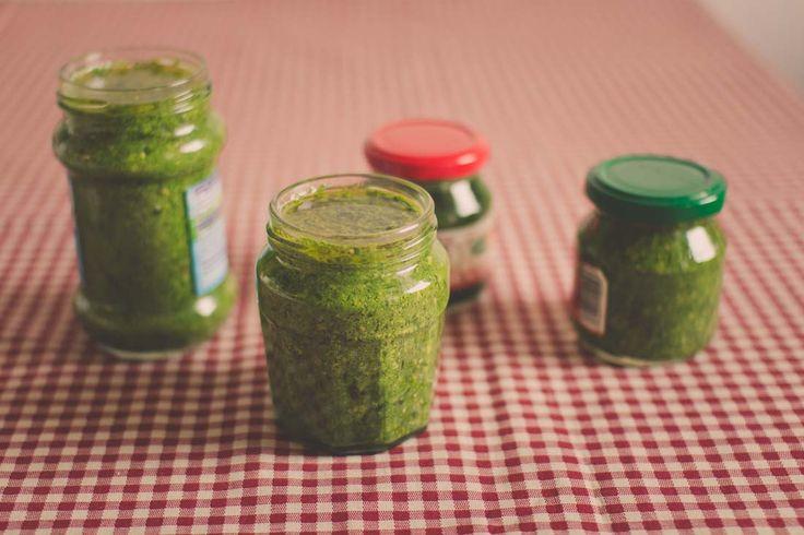 Ako pripraviť pesto z medvedieho cesnaku? Jednoducho ho naložte do olivového oleja, pridajte orechy a ďalšie chutné prísady. Prečítajte si celý návod.