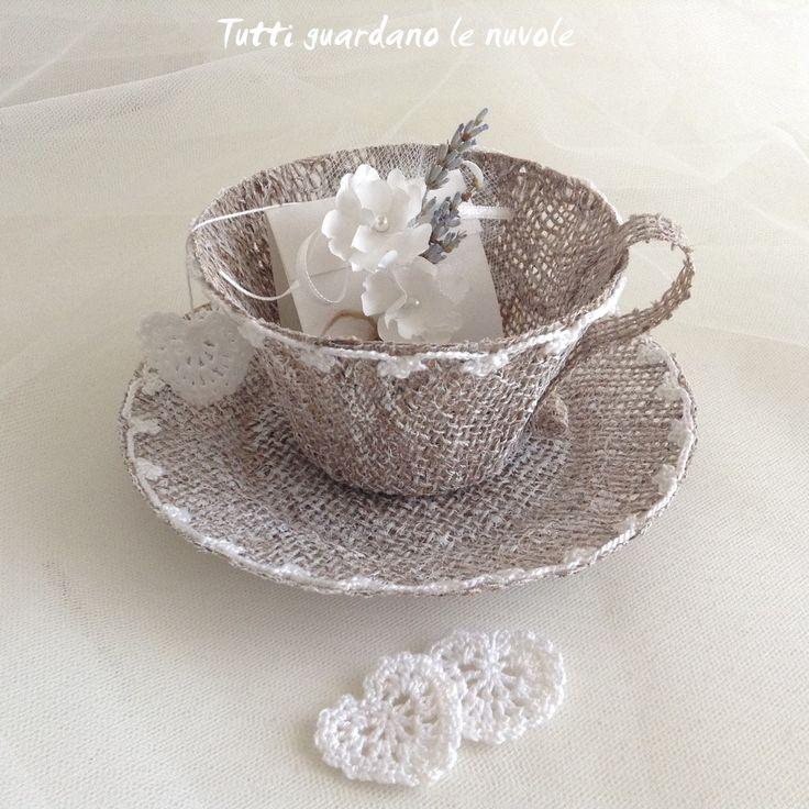 Tutti guardano le nuvole: Wedding Tea Cup Bomboniera-quando è completamente asciutto passare anche il manico con acrilico bianco-