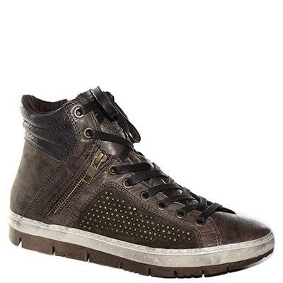#Sneaker #Khrio in camoscio e pelle marrone con borchie http://www.tentazioneshop.it/scarpe-khrio/sneaker-24762-marrone-scuro-khrio.html