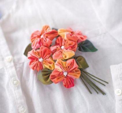 Flower Yo-yos. http://clover-usa.com/product/453736/8706/_/Quick_Yo-yo_Maker_Flower_Shaped_%28Small%29  Clover makes some great tools!