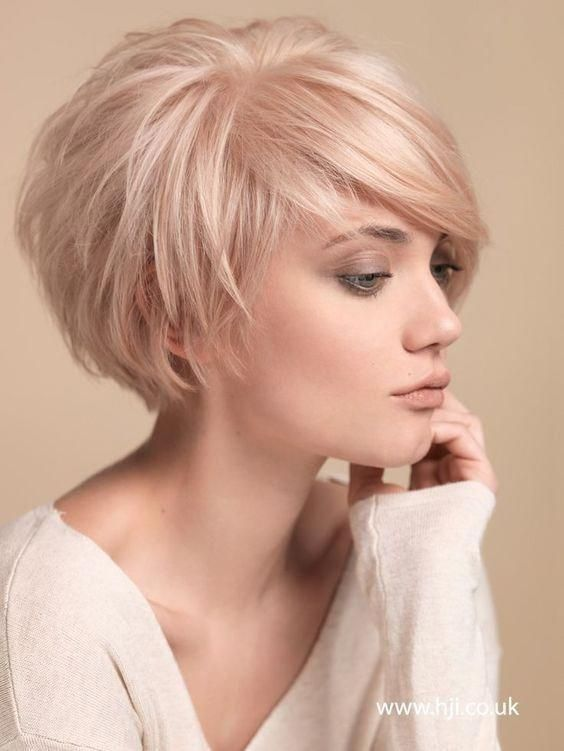 Balayage Short Hairstyles for Thin Hair: Women Over 30-40 /Via The chic crop is completed with a wonderful fringe design which boost the charm and gra