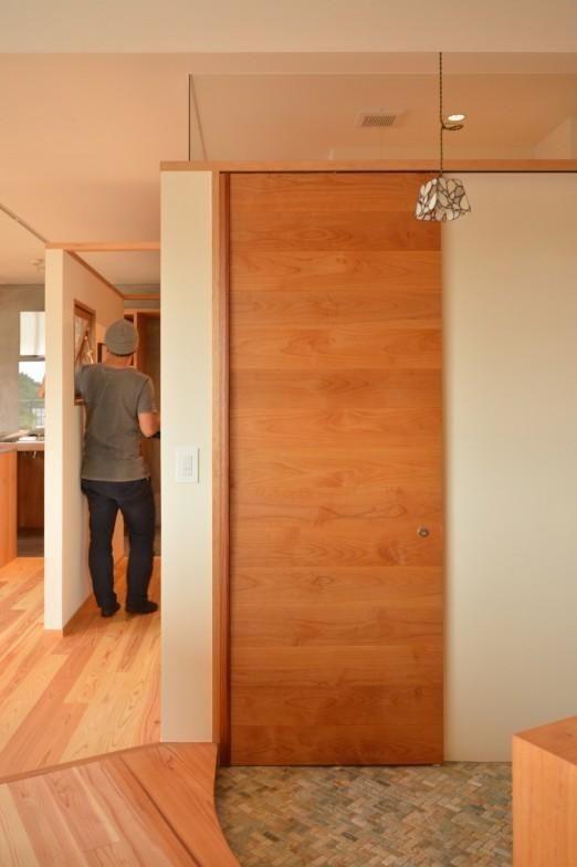 土間にあるトイレ(Iさんの家) - 玄関事例|SUVACO(スバコ)