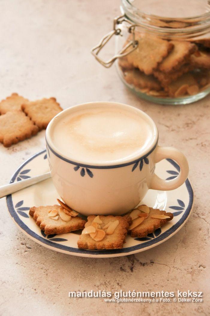 Mandulás keksz – kényeztetés a kávé mellé IR barát, mandulás gluténmentes keksz recept. Reggelire a kávé mellé, uzsonnára vagy akár az iskolába tízóraihoz. Egyszerű és ráadásul mindössze 25 perc alatt kész.