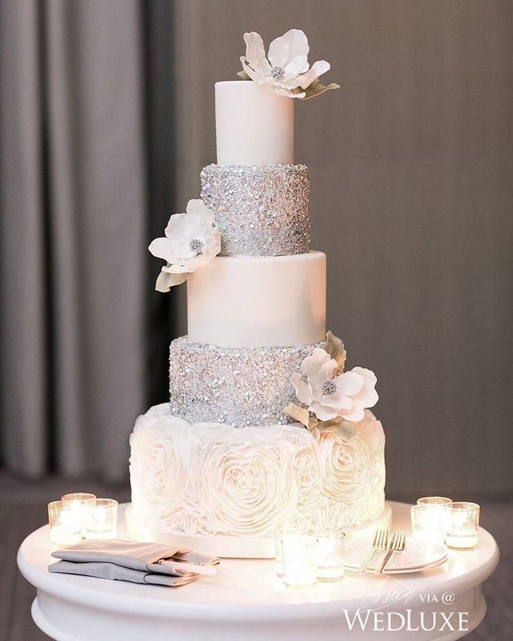 A little sparkle goes a long way and this #cake by Bobbette and Belle decorated with hand-painted sequins is proof enough! | Photography By: 5ive15ifteen Photo Company | WedLuxe Magazine | #WedLuxe #Wedding #luxury #weddinginspiration #luxurywedding