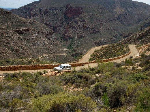 The Swartberg Pass links Oudtshoorn and Prince Albert – South African Tourism