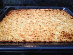 Update: bekijk een vernieuwde versie van de pizzabodem van bloemkool & mozzarella of bekijk een pizzabodem van bloemkool & hazelnoten! Pizzadeeg van bloemkool? Ja! En het is lekker!  Toen ik dit voorbij zag komen op Culy.nl, dacht ik meteen: dat ga ik ook maken! Een bodem van bloemkool (& mozzarella) in plaats van deeg:Read More