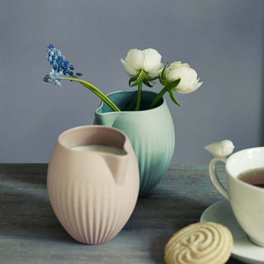 Fill these jugs with milk and serve with afternoon tea, or use them as vases and fill them with freshly cut blooms from the garden, gorgeous!