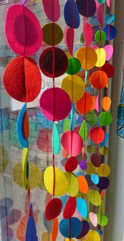 Vilt gordijn met veel kleur - huisje creatief leuk groepswerk