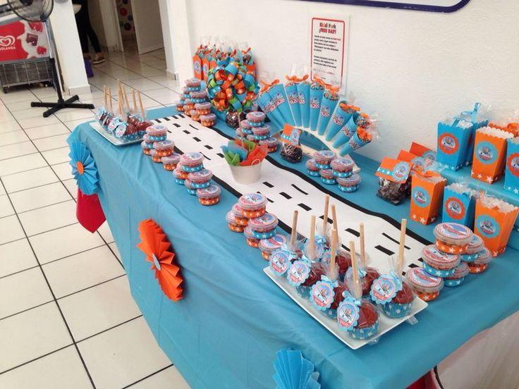 Mesa aviones disney decoraciones de mesas pinterest - Mesas infantiles disney ...