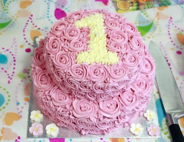 My daughters 1st Birthday Cake made by her mommy ;). #cake #pink #birthday #first birthday #girl