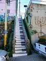 tocando el piano @ Valparaiso, Cile: Street Art Utopia, The Piano, Streetartutopia, Pianostair, Piano Keys, Piano Stairs, House, Valparaiso Chile, Photo