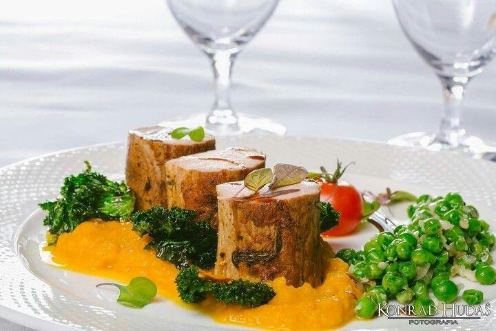 Czy macie pomysł na dzisiejszy obiad? Jeżeli nie to polecam Hotel Wincentów i ich najnowsze dania, które miałem okazję fotografować no i próbować :). Oto jedno z nich - pyyyyyszne :) Fotografia produktów : http://www.konradhudas.pl/produkty/