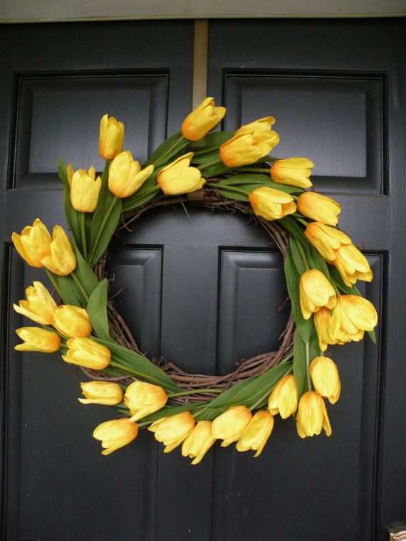 Yellow tulip spring wreath...this would be fun to do red tulips for Valentines and the yellow for Easter time. Simple yet very cute!