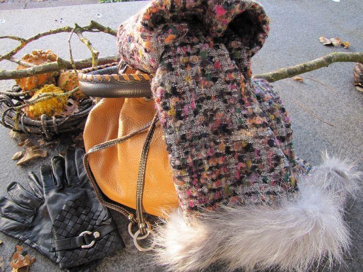 Chanel shawl, wol met grijze bontrand