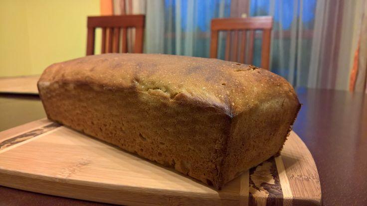Piekę żytnie chleby już kilkanaście lat. Swoją uwagę na żyto i zakwas zwróciłem z powodu zainteresowania kwasami chlebowymi.