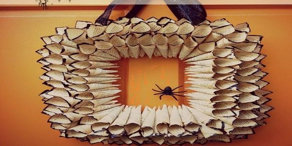DIY Halloween Wreaths with Rolled Paper Halloween Wreath