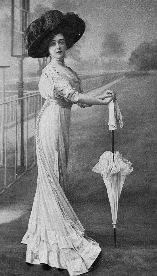 Day dress and parasol, 1908. Edwardian Era 1901-1910.