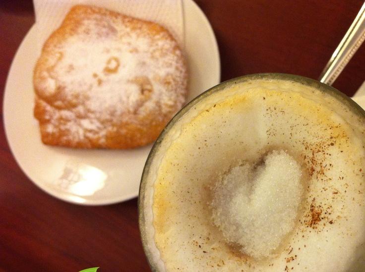 cafe con empanada , coffe