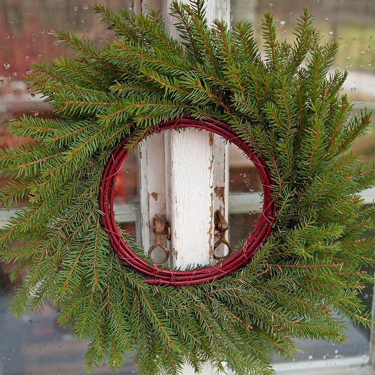 Julpyssel 2: Bind en vacker grankrans till dörren