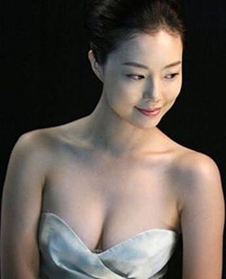 Who said she is not Sexy... .  What effortlessly sexy she is... #moonchaewon #문채원