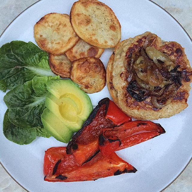 Monday night football and turkey burgers with grilled bell peppers and baked potato chips for dinner tonight! Turkey burger recipe on the blog. #gameday #dinner #dairyfree #pamelasalzman