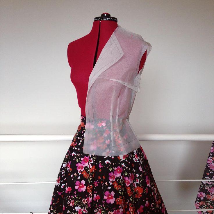 Dwuczęściowy komplet, cześć 2. EN: Two-piece set, part 2. #sewing #vintagesewing #blouse #pattern #beyermode #szycie #wroclawszyje #wykrój #bluzka #cotton #skladblawatny #składbławatny #1950s