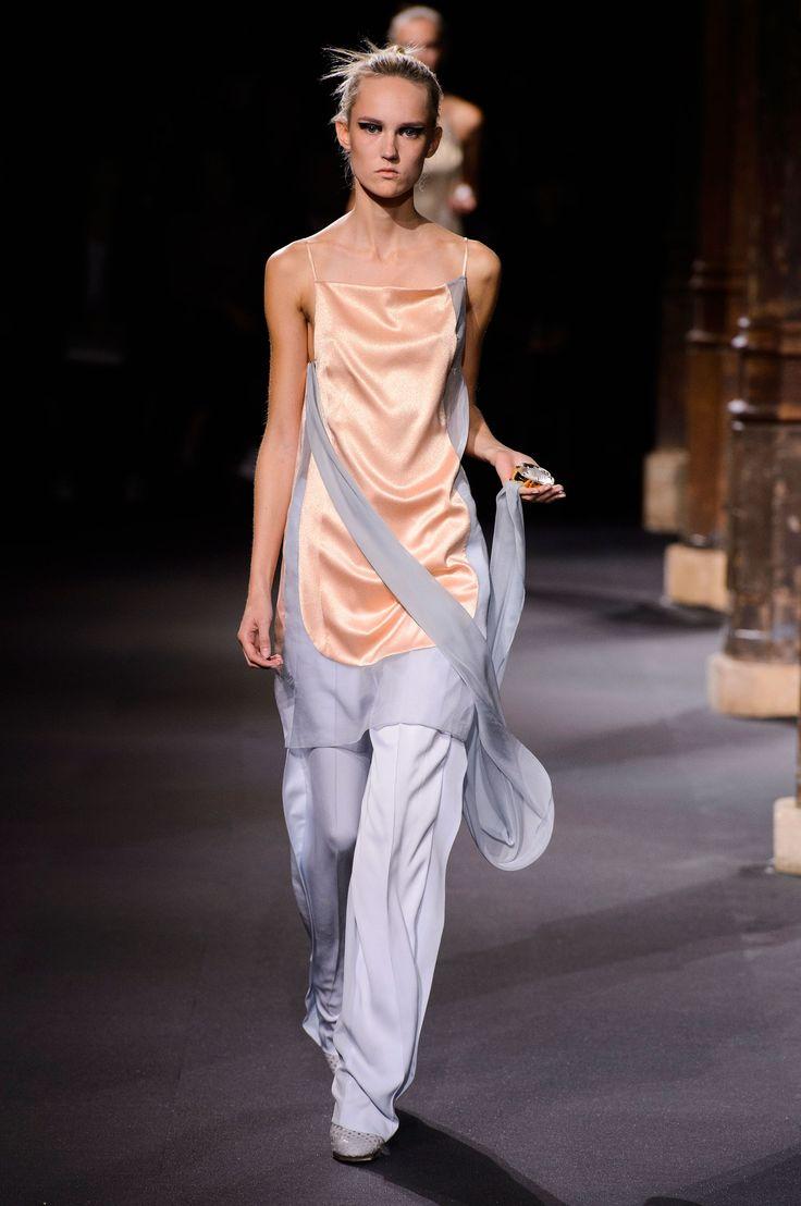 Moda Primavera Estate 2016 per le indecise. Nel dubbio indossa la gonna sopra ai pantaloni -cosmopolitan.it