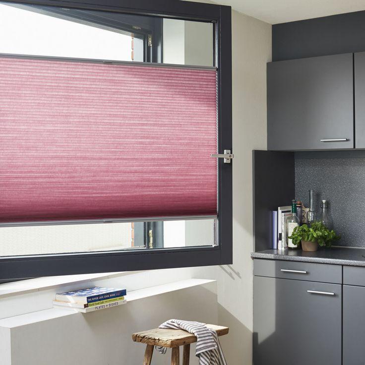 Pink Duette gardin i vinduesramme. Elegant og funktionel gardinløsning. #Duette #plissegardin #gardin #Luxaflex #pink #indretning #topdownbottomup