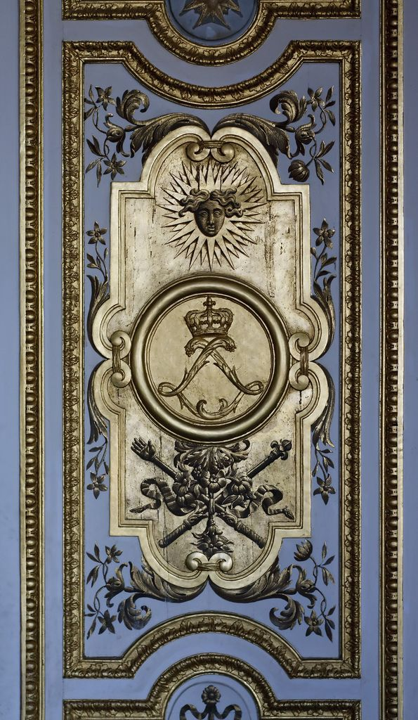 The double-l of Louis XIV. Gilt decoration on a door panel in the Grands Apartments, Versailles