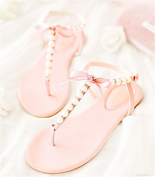 //pink pearl sandals//