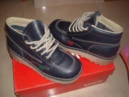 zapatos kickers - mejor si son de color azul