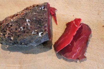 Après l'essai du  filet de porc séché (ici )  qui avait été une vraie magnifique découverte pour moi , je me suis dit qu'une version au b...