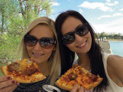 90 minutes de promenade de soir sur le Danube à Budapest, avec pizza et bière