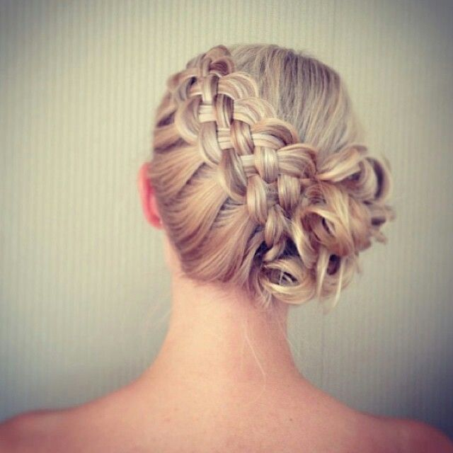 Updo with four strandd braid hairband // chignon avec tresse a quatre brains en serre tête