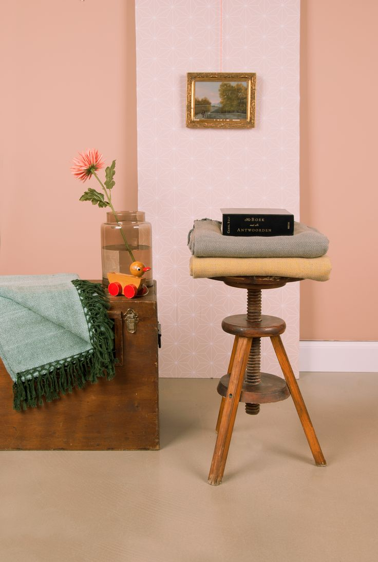 Kruk en plaids | Stool and blankets | Present Time
